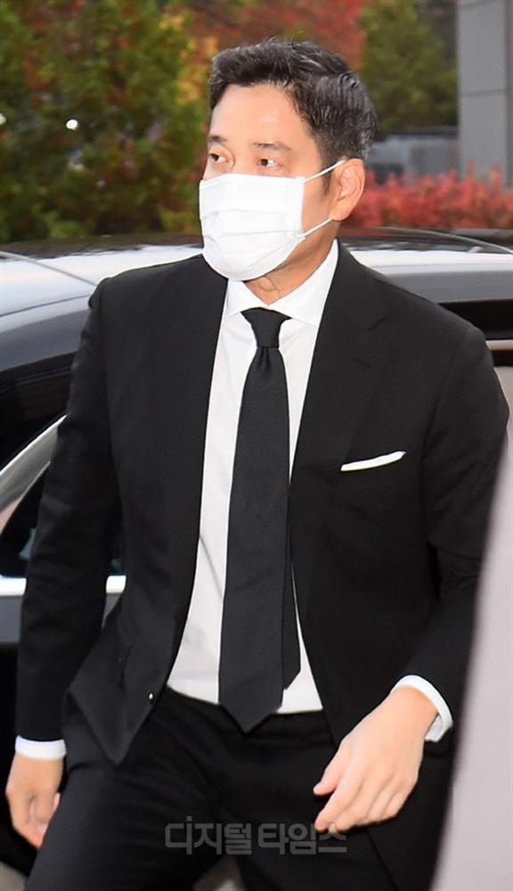 Lễ tang đưa tiễn chủ tịch Samsung về nơi an nghỉ cuối cùng: Gia quyến thất thần, chồng cũ cựu Á hậu Hàn Quốc cũng có mặt-10