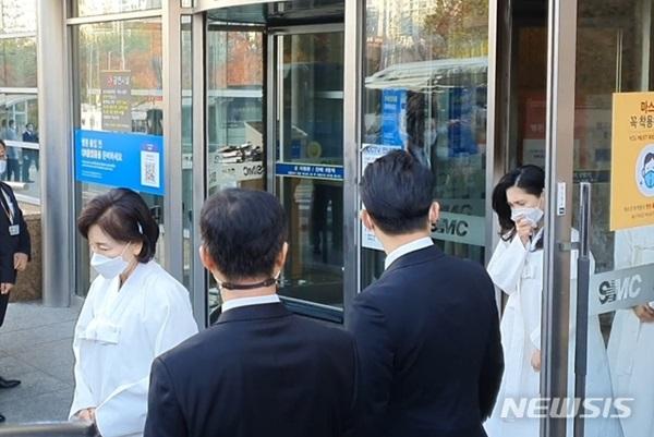 Lễ tang đưa tiễn chủ tịch Samsung về nơi an nghỉ cuối cùng: Gia quyến thất thần, chồng cũ cựu Á hậu Hàn Quốc cũng có mặt-4