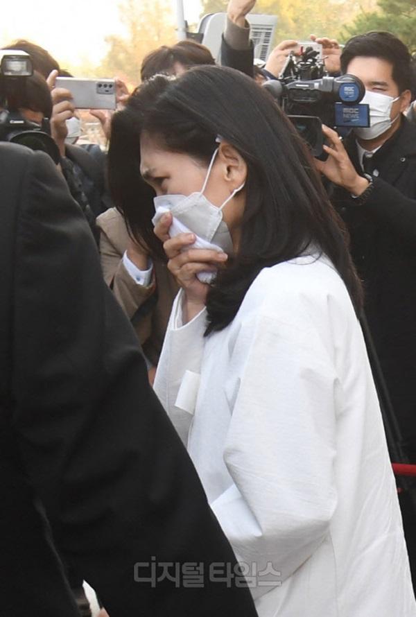 Lễ tang đưa tiễn chủ tịch Samsung về nơi an nghỉ cuối cùng: Gia quyến thất thần, chồng cũ cựu Á hậu Hàn Quốc cũng có mặt-6