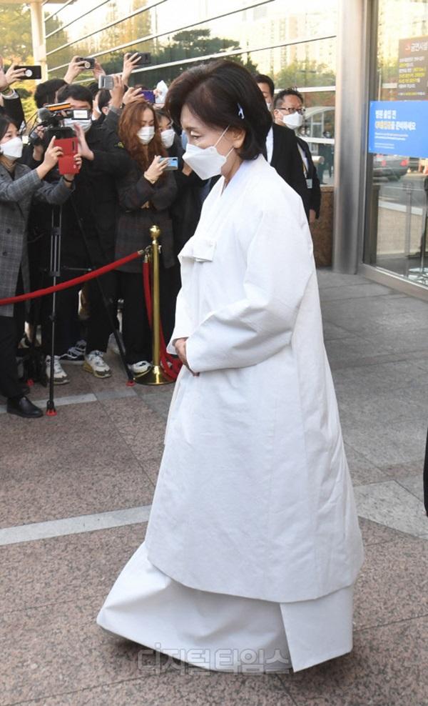 Lễ tang đưa tiễn chủ tịch Samsung về nơi an nghỉ cuối cùng: Gia quyến thất thần, chồng cũ cựu Á hậu Hàn Quốc cũng có mặt-7