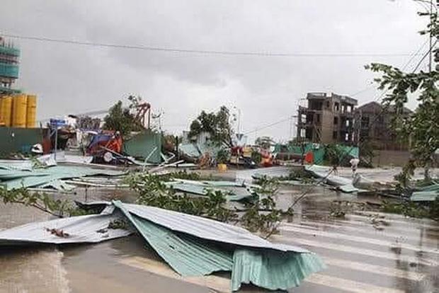 Trường học tan hoang, tốc mái, cây cối đổ la liệt chặn ngang lối đi khi bão số 9 ập đến-8