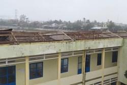 Trường học tan hoang, tốc mái, cây cối đổ la liệt chặn ngang lối đi khi bão số 9 ập đến