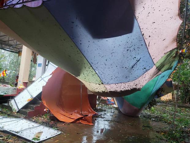 Trường học tan hoang, tốc mái, cây cối đổ la liệt chặn ngang lối đi khi bão số 9 ập đến-7