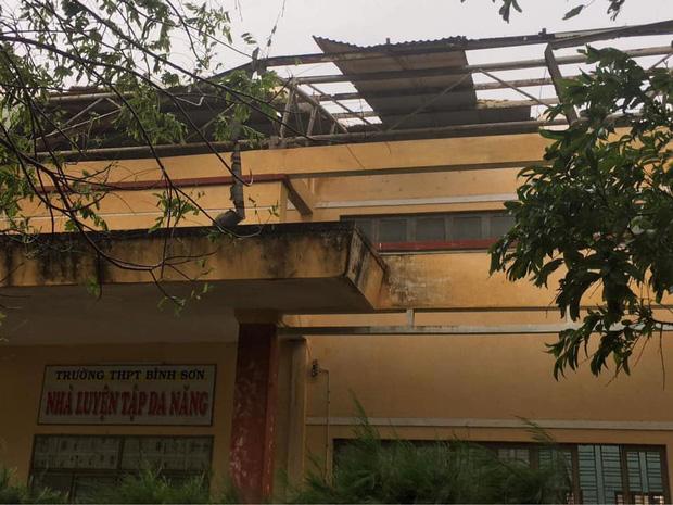 Trường học tan hoang, tốc mái, cây cối đổ la liệt chặn ngang lối đi khi bão số 9 ập đến-1