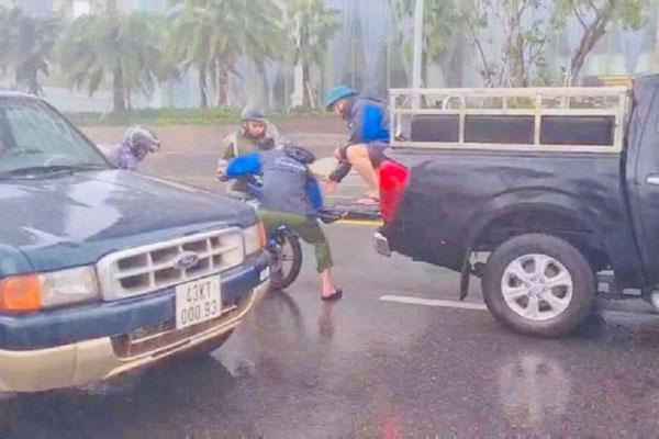 Về thăm nhà trong lúc bão số 9 đang đổ bộ, 4 người trong gia đình gặp nạn