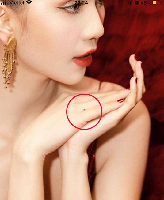 Loạt ảnh nóng được cho là của Ngọc Trinh đang bị phát tán trên mạng xã hội?-3