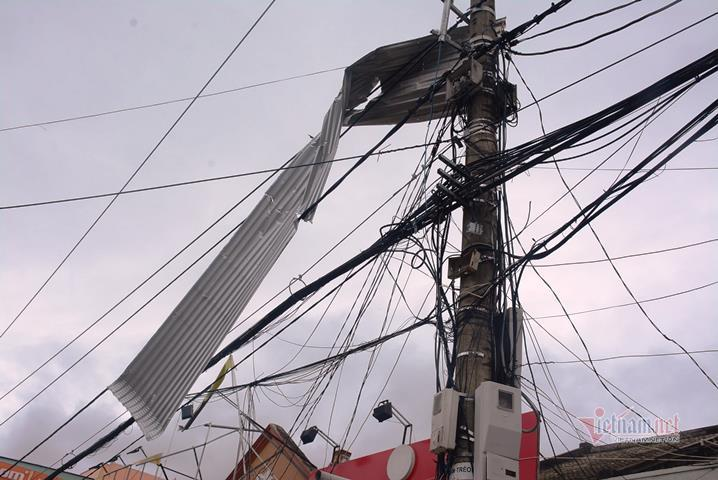 Sau bão số 9, đường phố Đà Nẵng, Quang Nam tan hoang không ngờ-7