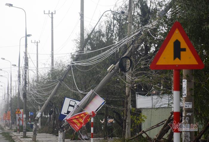 Sau bão số 9, đường phố Đà Nẵng, Quang Nam tan hoang không ngờ-12