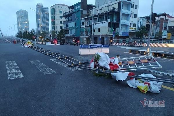 Sau bão số 9, đường phố Đà Nẵng, Quang Nam tan hoang không ngờ-16