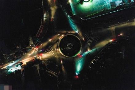 Thành phố Quảng Ngãi tối mịt sau bão số 9