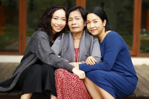 Diva Mỹ Linh chụp ảnh cùng ba thế hệ trong nhà, hé lộ cuộc sống bình yên hiện tại-1