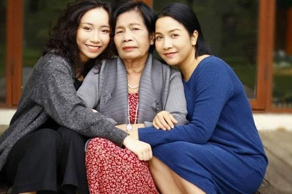 Diva Mỹ Linh chụp ảnh cùng ba thế hệ trong nhà, hé lộ cuộc sống bình yên hiện tạ