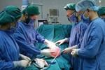 Khối u nặng 3 kg trong buồng trứng nữ bệnh nhân