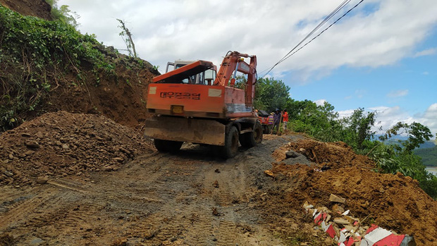 Thêm một vụ sạt lở nghiêm trọng tại Quảng Nam, 11 người huyện Phước Sơn bị vùi lấp-1