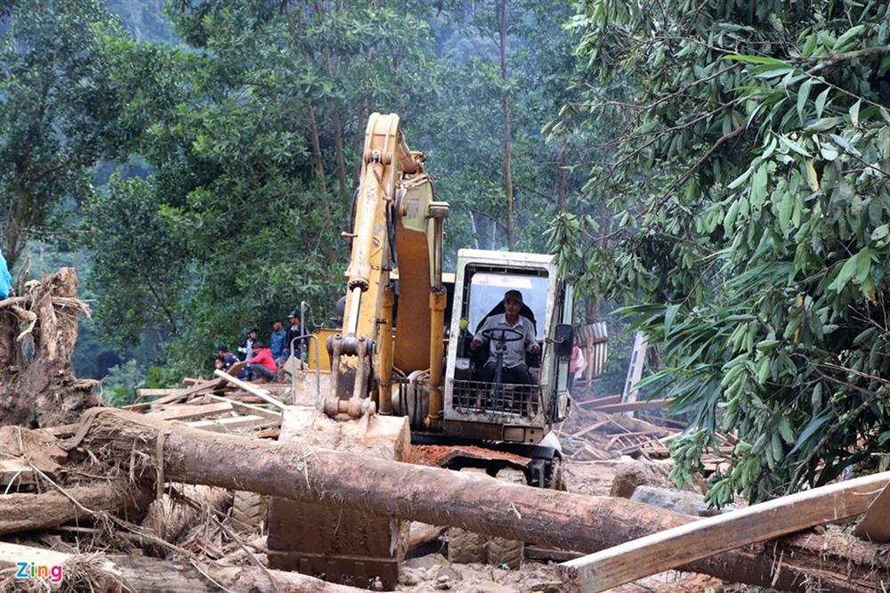 Gào khóc tìm kiếm người thân dưới đất đá ở Trà Leng-2