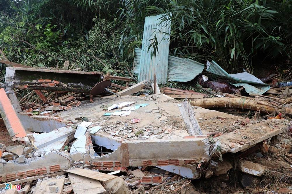 Gào khóc tìm kiếm người thân dưới đất đá ở Trà Leng-5