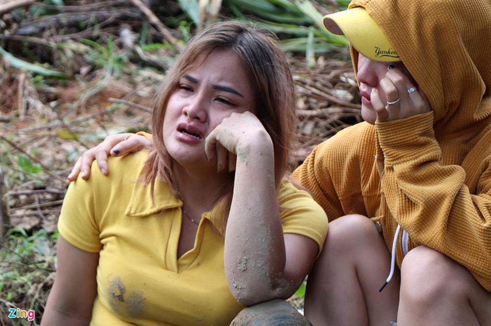 Gào khóc tìm kiếm người thân dưới đất đá ở Trà Leng-7