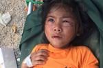 Nữ sinh Trà Leng gục khóc bên mộ của cha, mẹ-3