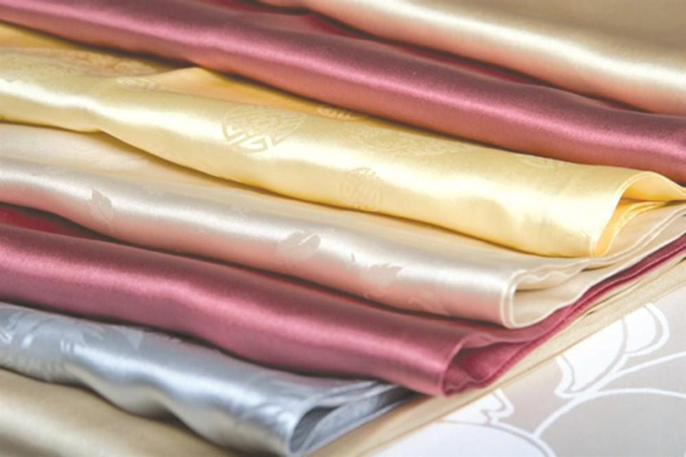 Phơi quần áo len hay lụa tơ tằm mà không biết đến cách này thì chỉ khiến quần áo nhanh bạc màu, bai nhão, hư hỏng!-3