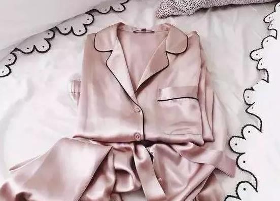Phơi quần áo len hay lụa tơ tằm mà không biết đến cách này thì chỉ khiến quần áo nhanh bạc màu, bai nhão, hư hỏng!-4