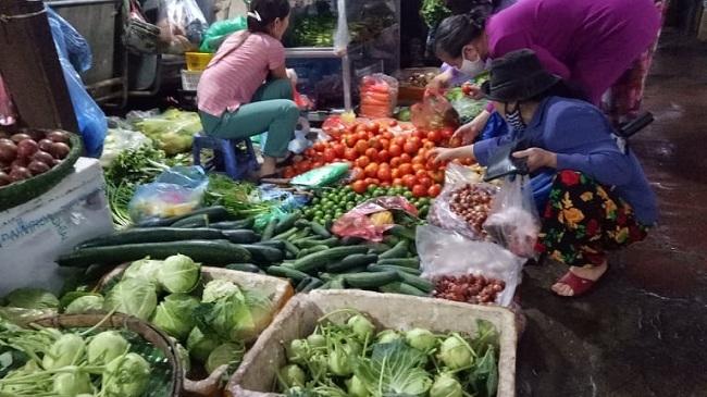 Rau xanh tăng giá: Một bữa cơm tiền rau ngang bằng tiền mua thịt, cá-3