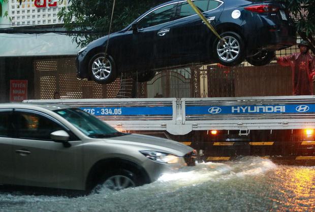 Mưa lớn gây lụt trong đêm, các địa phương tức tốc thông báo cho học sinh nghỉ học-1