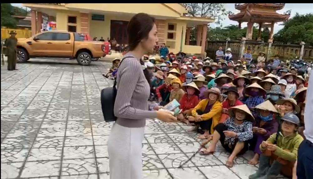 UBND huyện xác nhận có vụ việc người dân bị thu lại tiền được Thủy Tiên hỗ trợ-2