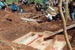 Người mẹ mất 3 con trong vụ lở núi Trà Leng: Sữa căng tức mà con không còn-6