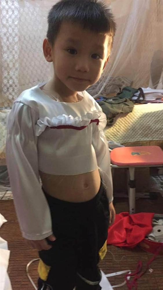 Cậu bé khiến dân tình khóc thét khi hóa trang Annabelle, xem ảnh trước trang điểm quá khác biệt!-3