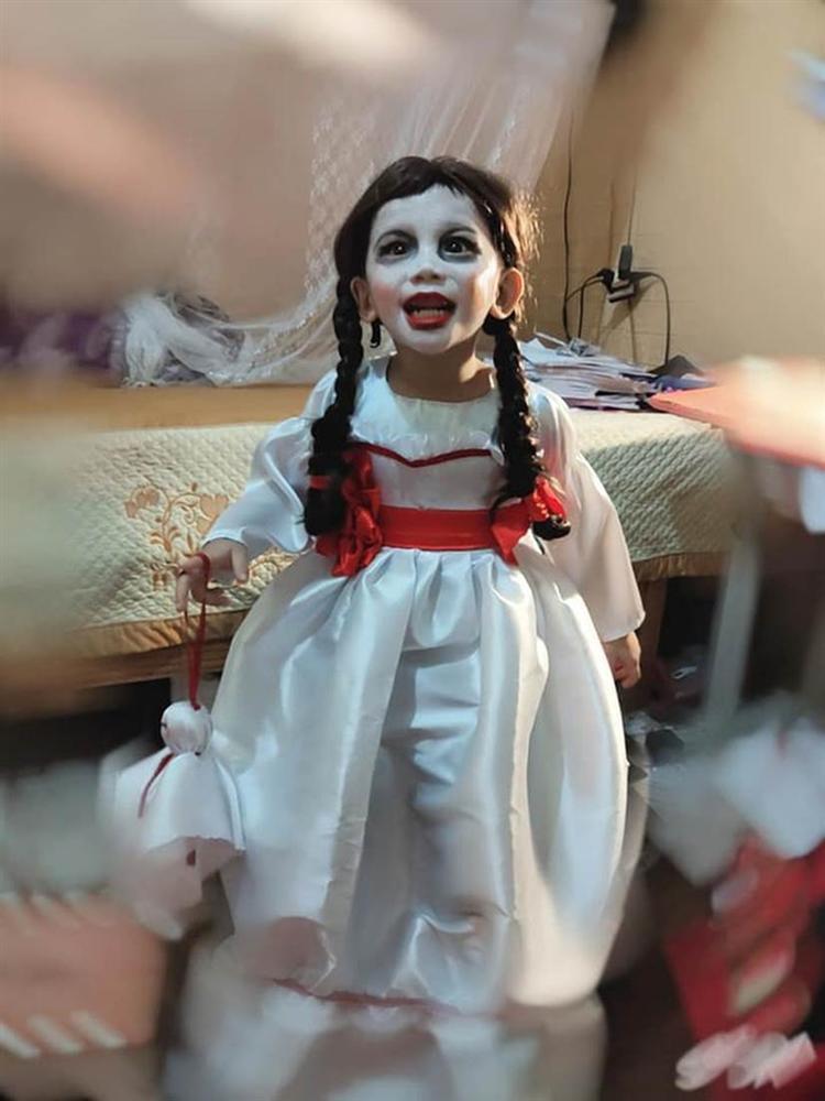 Cậu bé khiến dân tình khóc thét khi hóa trang Annabelle, xem ảnh trước trang điểm quá khác biệt!-4