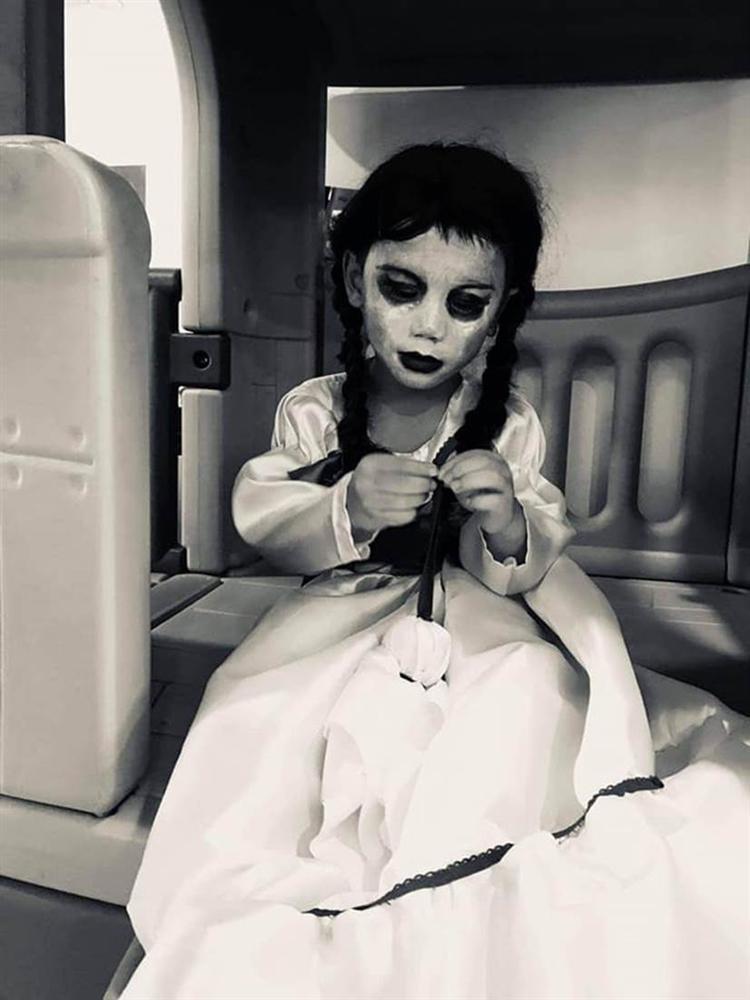 Cậu bé khiến dân tình khóc thét khi hóa trang Annabelle, xem ảnh trước trang điểm quá khác biệt!-5