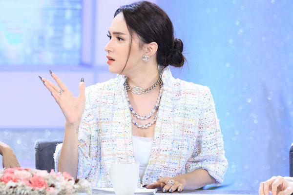 khán giả tấn công show Chị em chúng mình, đòi thay Hương Giang