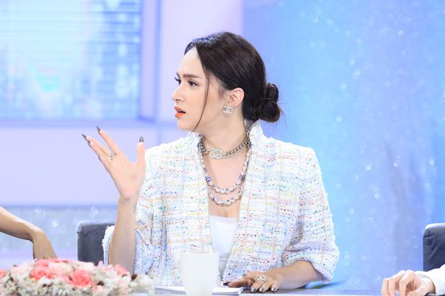 Làn sóng tẩy chay Hương Giang ngày càng dữ dội, khán giả tấn công show Chị em chúng mình, đòi thay người vì không thích nghe đạo lý-1