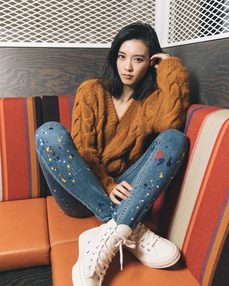 Áo len vặn thừng tái xuất, bỏ bùa gái Hàn đến gái Pháp: Các nàng có ngay 14 set đồ đẹp khỏi bàn với kiểu áo thô ráp này-8
