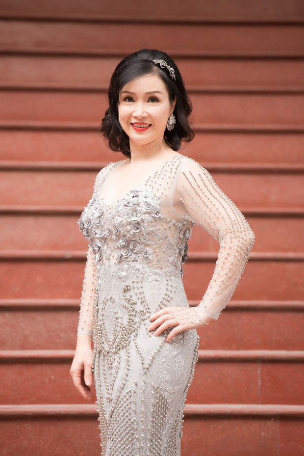 Sao Việt khiến fan nở mũi vì sở hữu học vị danh giá: Hoàng Thùy Linh có ý định học lên Tiến sĩ, Lê Âu Ngân Anh làm Thạc sĩ khi mới 24 tuổi-4