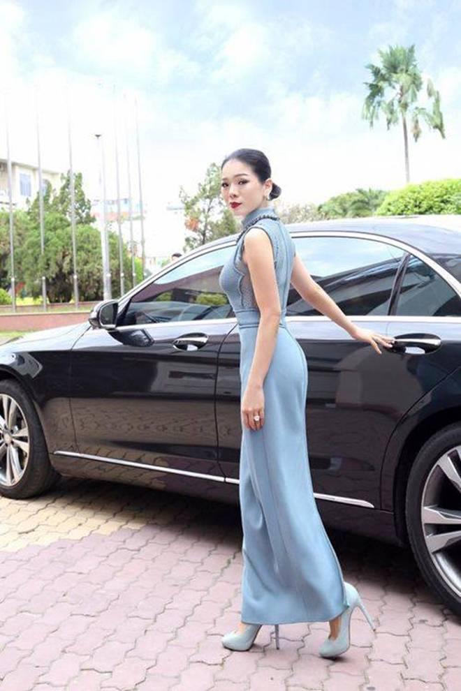 Choáng với biệt thự triệu đô, loạt siêu xe tiền tỷ của nữ hoàng Bolero Lệ Quyên-5
