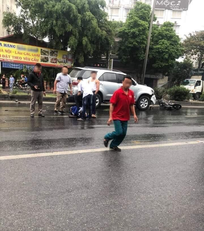 Người mẹ nhờ cộng đồng mạng tìm giúp ân nhân cứu mạng con trai, là một cậu học trò đã cởi áo khoác che cho con mình bị tai nạn nằm giữa đường-1