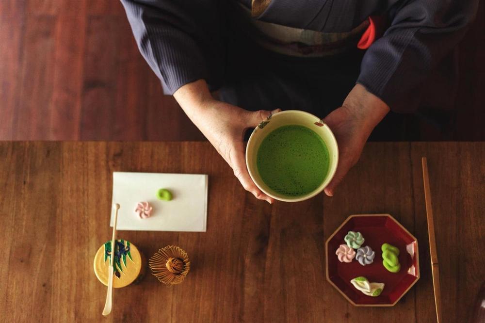 Rất lười tập thể dục nhưng vẫn sống thọ, WHO tiết lộ bí quyết của người Nhật đến từ một thức uống mà Việt Nam có vừa nhiều vừa rẻ-3