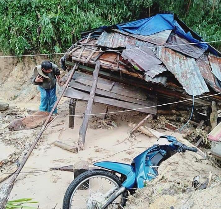 Quảng Ngãi: Lũ quét kinh hoàng cuốn trôi 6 nhà dân, khiến một ngôi làng có nguy cơ bị xóa sổ-2