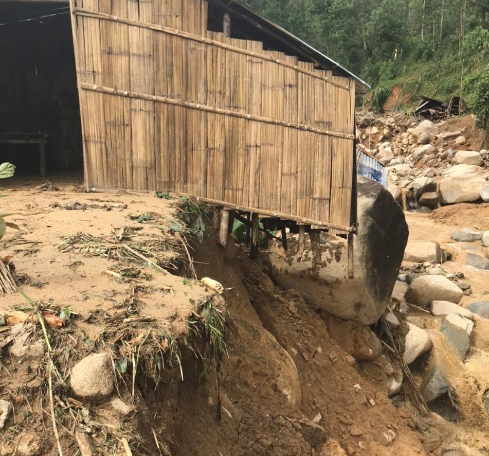 Quảng Ngãi: Lũ quét kinh hoàng cuốn trôi 6 nhà dân, khiến một ngôi làng có nguy cơ bị xóa sổ-7