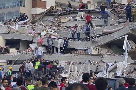 Động đất ở Thổ Nhĩ Kỳ: 39 nạn nhân thiệt mạng, hơn 100 người được cứu sống từ đống đổ nát