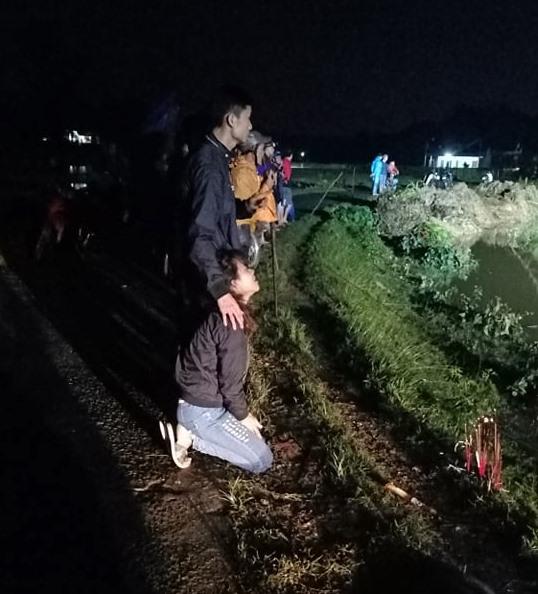 Anh trai bật khóc khi tìm được thi thể 2 em trai mất tích 3 ngày trong lũ dữ ở Nghệ An: Cảm ơn đã đưa 2 em trở về...-2