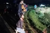 Anh trai bật khóc khi tìm được thi thể 2 em trai mất tích 3 ngày trong lũ dữ ở Nghệ An: 'Cảm ơn đã đưa 2 em trở về...'
