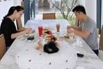 """Mê tít loạt khoảnh khắc các bố bỉm sữa showbiz Việt chăm con, Ông Cao Thắng và Cường Đô La cạnh tranh"""" danh hiệu ông bố ngọt ngào nhất""""-19"""