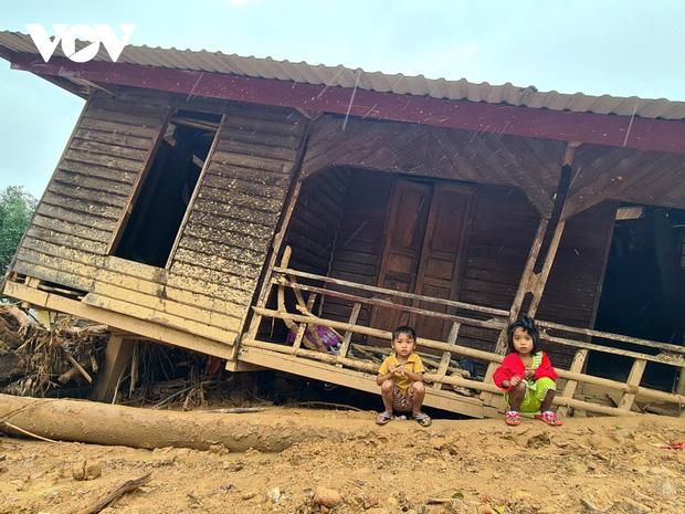 Học sinh vùng bão lũ miền Trung: Gian nan con đường đến trường-1