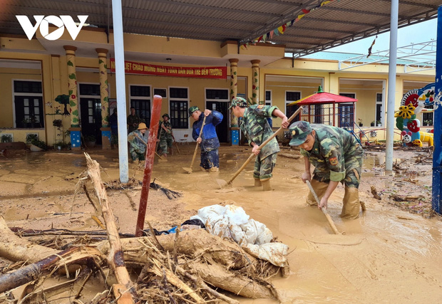 Học sinh vùng bão lũ miền Trung: Gian nan con đường đến trường-4