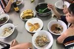 Công ty bếp ăn của trường tiểu học bị tố cắt xén phần ăn đùn đẩy trách nhiệm-4