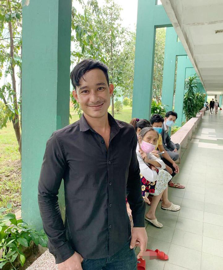 Nụ cười trở lại trên môi người đàn ông Trà Leng xin đi nhờ xe chứ không cần tiền: Hạnh phúc khi được yêu thương và sẻ chia-4