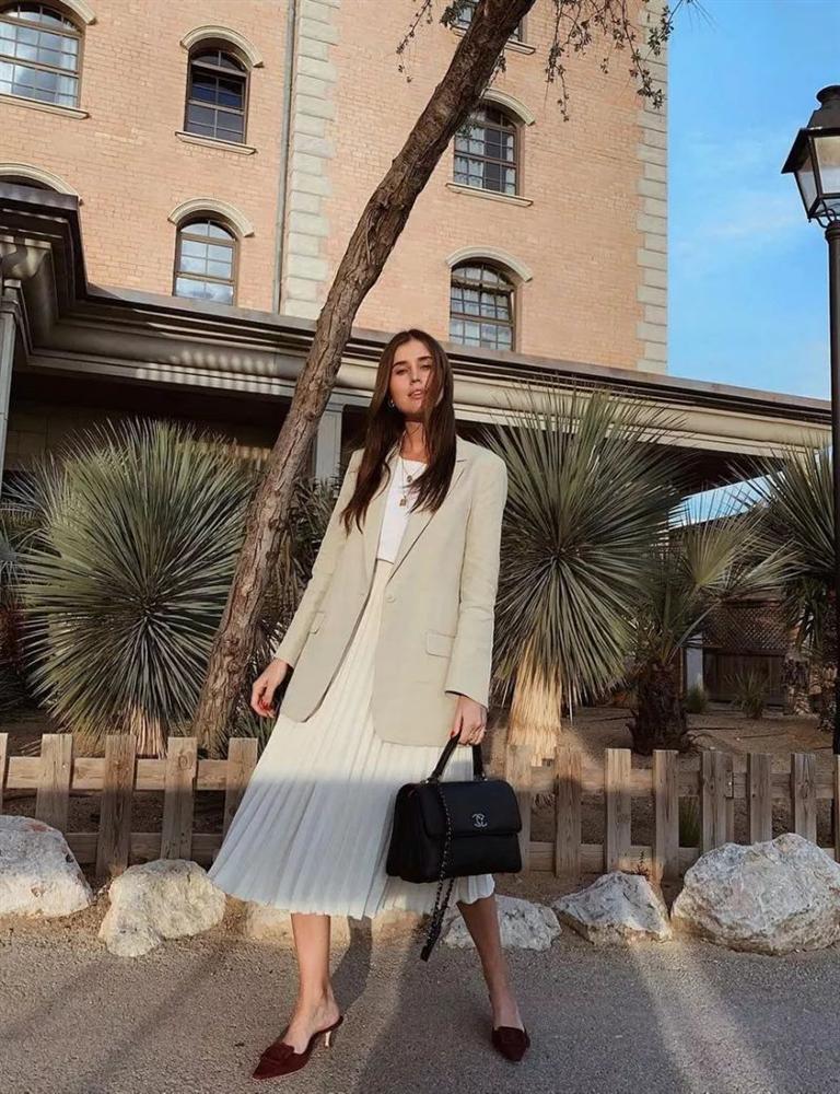 4 mẫu váy được yêu thích nhất dịp Thu Đông: Che dáng cực khéo mà vẫn max sành điệu-7