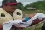 Cảnh tượng người đàn ông nhét đứa trẻ sơ sinh vừa chào đời vào xác ngựa chết gây ám ảnh cùng lý do gây phẫn nộ